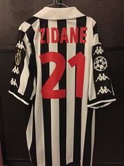 Juventus Zidane Matchworn Issued UCL Shirt 1998/99 (Shamlan17) Tags: camiseta indossatta trikot porte 98 1999 1998 kappa vintage playerissue matchissued juve championsleague ucl france matchworn zidane juventus juventuszidanematchwornissueduclshirt199899