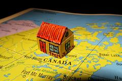 La casetta in Canada (Alfredo Liverani) Tags: canong5x canon g5x inspiredbyasong macromondays canada littlehouse casetta casa house martin pincopanco tweedledee photoborder