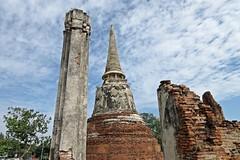 Ayutthaya - Wat Mahathat (zorro1945) Tags: watmahathat ayuttaya thailand asia asie wat temple buddhism buddhisttemple buddha ruins ruinedtemple history 1374