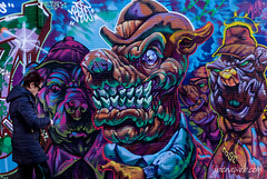 Tarde de Perros (jesus pena diseño) Tags: mañana jpena jpenaweb jesus pena jesuspenadiseño streetphotography colour graffitti graffiti madrid spain woman art dogs funny people photography weather