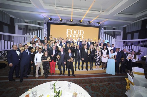 Bateel Gourmet wins the Specialist Retailer Award at the 2016 Food & Travel Bahrain Awards
