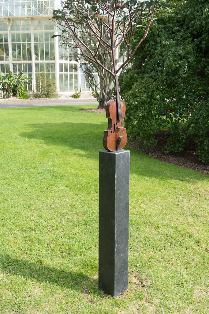 SPRING SYMPHONY BY DAVID McGLYNN [SCULPTURE IN CONTEXT 2015]REF-107755