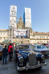 (Adrián Nieto Rodríguez) Tags: old santiago car de mercedes coruña expo catedral galicia antiguos compostela coches obras exposición plazadelobradoiro vehículo clásicos