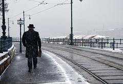 El misterio (pimontes) Tags: men cool curve frío hombre misterio hss vías pimontes