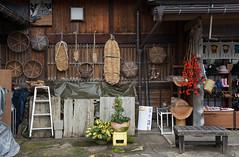Village historique de Shirakawa-go (kingfisher001) Tags: rouge blanche district gasshozukuri ghasso gifu historiques japon kanazawa maisons ono pente pentus rivière shirakawago sho shokawa takayama toitdechaume type vallée village villages japan