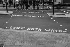 look (@ntomarto) Tags: antomarto ntomarto uk unitedkingdom england inghilterra greatbritain londra london look urban urbano city città citylife street strada biancoenero blackandwhite bw