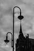 Spitzenbeleuchtung (S. Boblest) Tags: light beleuchtung licht lamp lampe lichtundschatten lightandshadow sky einfarbig blackandwhite bnw bw schwarzweis sw schwarzweiss berlin spitze laternen laterne strasenlaterne monochrom monochrome