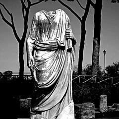 Ostia Antica, Piazzale delle Corporazioni (pom.angers) Tags: february 2017 canoneos400ddigital ancientrome ostiaantica ostia rome roma lazio italia italy europeanunion piazzaledellecorporazioni statue sculpture 100