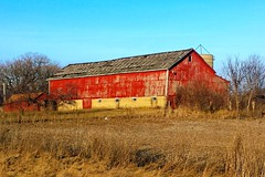 Twin Lakes, Wisconsin Farm (Cragin Spring) Tags: barn dusk red farm southernwisconsin wisconsin wi midwest unitedstates rural usa unitedstatesofamerica twinlakes twinlakeswi twinlakeswisconsin