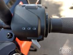 2017-KTM-Duke-390 (81)