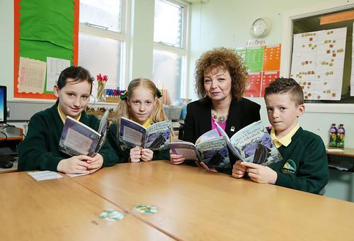 Minister Ní Chuilín launches the Líofa Children's Book Club at Bhunscoil Bheann Mhadagain, 7 October 2015