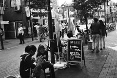 livealive (Gemini st.) Tags: street film tokyo cosina voigtlander bessa r3a xp2super400 noktonclassic35mmf14sc
