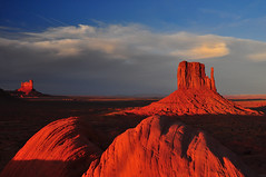 Monumental dawn (US Department of State) Tags: southwest sunrise dawn utah navajo monumentvalley navajotribalpark themittens