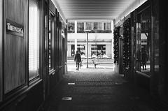 Tiffany&Co. (gato-gato-gato) Tags: 35mm asph ch iso400 ilford leica leicamp leicasummiluxm35mmf14 mp mechanicalperfection messsucher schweiz strasse street streetphotographer streetphotography streettogs suisse summilux svizzera switzerland wetzlar zueri zuerich zurigo z¸rich analog analogphotography aspherical believeinfilm black classic film filmisnotdead filmphotography flickr gatogatogato gatogatogatoch homedeveloped manual rangefinder streetphoto streetpic tobiasgaulkech white wwwgatogatogatoch zürich manualfocus manuellerfokus manualmode schwarz weiss bw blanco negro monochrom monochrome blanc noir strase onthestreets mensch person human pedestrian fussgänger fusgänger passant zurich