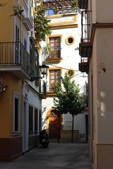 Séville (hans pohl) Tags: espagne andalousie séville villes cities streets rues maisons houses fenêtres windows architecture