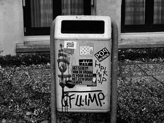 ''Het Geheim Van De Vrouw Is Voor Haar Net Zo'n Groot Geheim'' (Miranda Ruiter) Tags: rotterdam blackandwhite photography text stickers writing trashcan