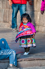 Una Niña Quechua, Cuzco, Perú (takasphoto.com) Tags: américadelsur andean andeancities andes andesmountains boy child children criança cropsensor cusco cuzco d5000 enfant female fille gente girl highlands human humanbeing incaempire incan indigena indigenous indigenouspeople kid kids lens mujer mulher mädchen native nativeperuvian natives nikkor nikkor70300mmf4556gedifafsvrzoomlens nikon nikon70300mmf4556gedifafsvrnikkorzoomlens nikond5000 niña niño people persona peru peruano peruvian perú photography piruw precolumbianamerica qosqo quechua qusqu republicofperu repúblicadelperú sacredvalley southamerica southernhemisphere street streetphotography telephoto telephotolens thesacredvalleyoftheincas transportation travel travelphotography trip urubambavalley vacation vallesagradodelosincas valleyofyucay