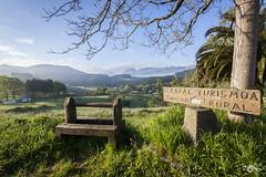 Descanso (R'Lay) Tags: verde montaña amorebieta campo paísvasco etxano vizcaya naturaleza banco alojamiento cesped turismo rural