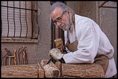 - ZUECO DE MADERA - (Tomas Mauri) Tags: zuecos madera hombre feriamedieval suria españa europa provinciadebarcelona wood patten sony oficio