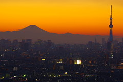 KSIMGP0109 (pentaxsasjapan) Tags: tokyo skytree japan mtfuji worldheritage pentaxk70 da50135mm pixelshift landscape cityview magichour tower tripod mountain twilight cityskyline