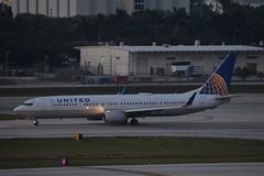 UA B739 FLL (Luis Fernando Linares) Tags: aviation united boeing winglets fll planespotting avgeek 737900er n38454