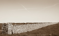 X marks the spot (Jan Westerlund) Tags: old summer sky wall sepia canon sweden himmel x sverige mur historia mauer sommar land kryss gammal 1653
