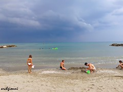 niente fece, poche gocce (archgionni) Tags: sea sky people storm beach water clouds nuvole gente cielo mere spiaggia temporale nwn romagna peopleenjoyingnature