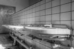 20120722-FD-flickr-0071.jpg (esbol) Tags: bathroom shower ceramics sink bad toilet toilette bathtub badewanne urinals pissoir keramik dusche waschbecken kloschssel kloset