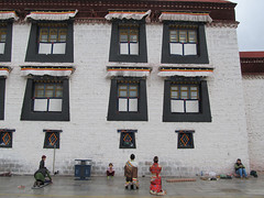 "Jokhang Temple <a style=""margin-left:10px; font-size:0.8em;"" href=""http://www.flickr.com/photos/127723101@N04/22277115692/"" target=""_blank"">@flickr</a>"