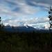 Montanhas com seus picos nevados em Agosto