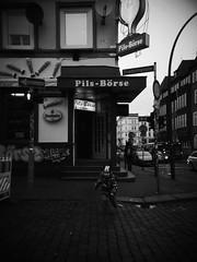 St.Pauli - Friedrichstrae (chicitoloco) Tags: kid hamburg kind pils stpauli brse davidstrasse einbahnstrase davidstrase pilsbrse