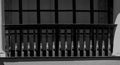 REPETICION / REPETITION (jpi-linfatiko) Tags: wood old light shadow blackandwhite bw blancoynegro luz contrast blackwhite madera sombra bn contraste railing antiguo blanconegro balaustra baluster baranda