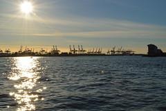 Hamburger Hafen (fish.eye65) Tags: sky sun water reflections wasser waves harbour hamburg himmel hafen sonne elbe gegenlicht wellen reflektionen