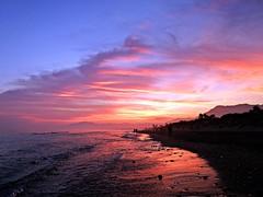 La orilla al atardecer (Antonio Chacon) Tags: andalucia atardecer marbella málaga mar mediterráneo costadelsol españa spain sunset