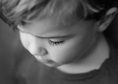 De cerca. 180/365. (anajvan) Tags: ojos pestañas byn niño retrato