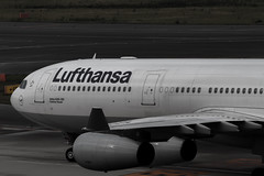 LH736 Arrival, Central Japan International Airport (kinpi3) Tags: eos 7d lufthansa 200mm ef200mm eos7d
