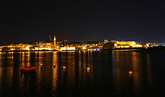 Malta, 158, Valetta-Night-Panorama (Andy von der Wurm) Tags: city trip vacation panorama reflections dark island evening harbor town waterfront nightshot harbour outdoor urlaub hauptstadt malta insel hafen dunkel reise nachtaufnahme sliema valetta langzeitbelichtung abends reflektionen capitalcity citytour longtermexposure nachtfoto availablelightphotography stdtereise hobbyphotograph staedtereise andreasfucke andyvonderwurm