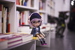 """""""I love libraries!"""" (_babycatface_) Tags: cute shop toy book store doll cutiepie blythe custom dollphotography customblythe customdoll toyphotography dollcustom blythecustom babycatfacedollies babycatface"""