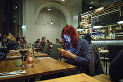 7 November, 19.43 (Ti.mo) Tags: november mobile dinner finland restaurant phone cellphone screen smartphone mobilephone fi screens 25mm vanhakirkkopuisto 2015 f20 0ev  pjazza iso5000 peopleusingphones secatf20 e25mmf2