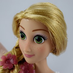 2015 Rapunzel Deluxe Feature Singing 16'' Doll - Disney Store Purchase - Deboxed - Standing - Closeup Right Front View #4 (drj1828) Tags: standing us singing deluxe rapunzel purchase feature disneystore tangled 2015 16inch deboxed