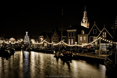 Monnickendam, the old harbour: all pretty for Christmas (Boudewijn Vermeulen) Tags: tower dutch night harbour ships christmastree sailboats waterland kerstboom monnickendam pittoresk pittoresque nachtopname platbodems classicchrome