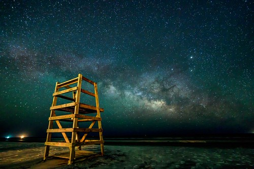 milky way astrophotography astronomy beach lifeguard stand galaxy astro low country hilton head island coligny mw spring longexposure long expo galactic core canon 6d night morning ocean sea dark darksky darkness