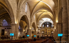 Catedral de Valencia (johnfranky_t) Tags: de valencia valenza spagna johnfranky catedral di gotico samsung s6 altare banchi affreschi finestre archi