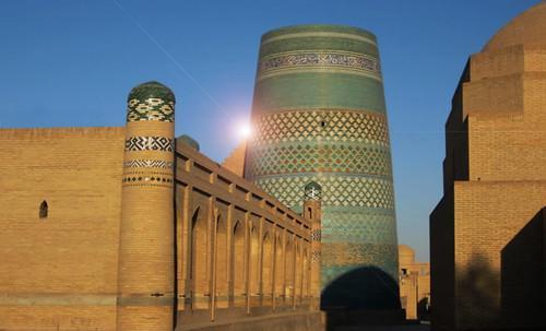 "Torres legendarias / Faros, minaretes, campanarios, rascacielos • <a style=""font-size:0.8em;"" href=""http://www.flickr.com/photos/30735181@N00/31722256423/"" target=""_blank"">View on Flickr</a>"