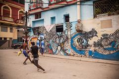 Cuba - La Habana (Cyrielle Beaubois) Tags: 2016 cuba cyriellebeaubois lahabana lahavane streets canoneos5dmarkii callejóndehamel décembre