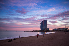Barcelona W (FRESHCOLD) Tags: spain barcelona bcn barcelonita europe canon 6d 14 m42 colours sunset clouds pink blue sand people