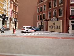 Working on my diorama... (okoe74) Tags: dioramamodellbaumodelbouwherpapolitieautopolitieautovwtouranschallen187h0 schaal
