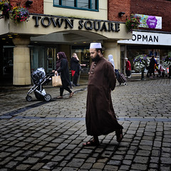 Topman (JEFF CARR IMAGES) Tags: northwestengland towncentres streetlife milltowns greatermanchester cobbles