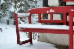 Schneeweiß auf Rosenrot (chrissie.007) Tags: 20170106 schnee bank fachwerkhaus winter welzheim badenwürttemberg deutschland klingenmühle mühle remsmurrkreis chrissie rotweis
