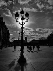 Instantané parisien (Meculda) Tags: noiretblanc paris hotel de ville lampadaire extérieur février personne notredame jour